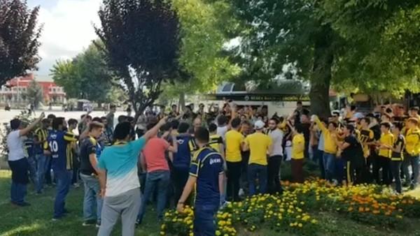 Fenerbahçeli taraftarlar Topuk Yaylası'nda takıma destek verdi