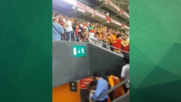 Galatasaray tribününde kavga çıktı
