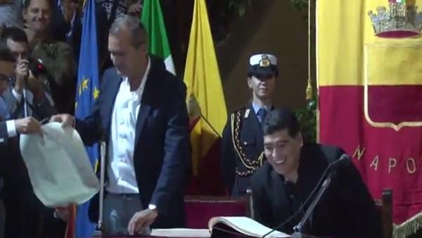 """Maradona'ya Napoli'den """"Fahri vatandaşlık"""""""