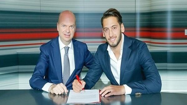 Hakan Çalhanoğlu Milan'a imza attı