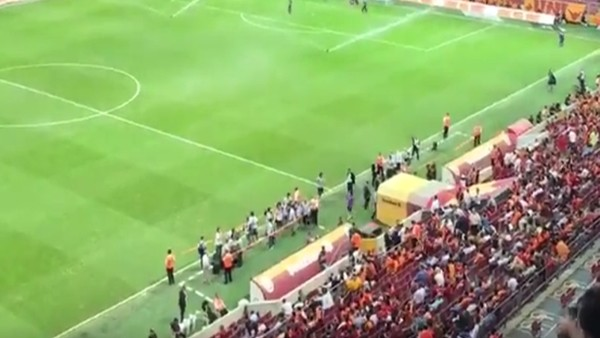 Galatasaraylı taraftarlar Igor Tudor'u ıslıkladı