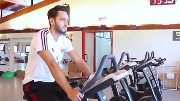 Hakan Çalhanoğlu, Milan antrenmanında