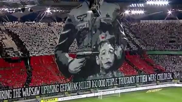 Legia Varşova taraftarından olay yaratan koreografi