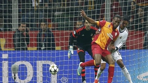 Drogba'nın Real Madrid'e attığı muhteşem gol (Tribün çekimi)