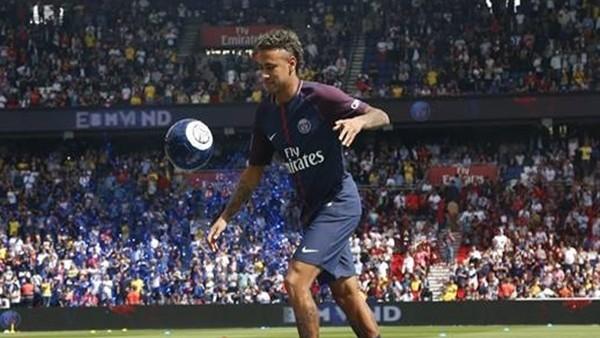 Neymar ilk golünü attı