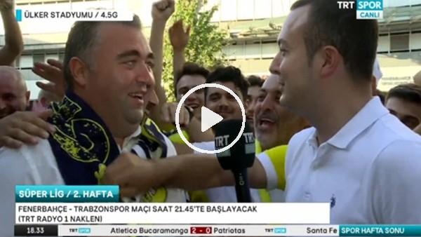 Fenerbahçeli taraftarlar Trabzonspor muhabirine atkı giydirdi