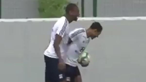 Marcelo'dan enfes frikik golü