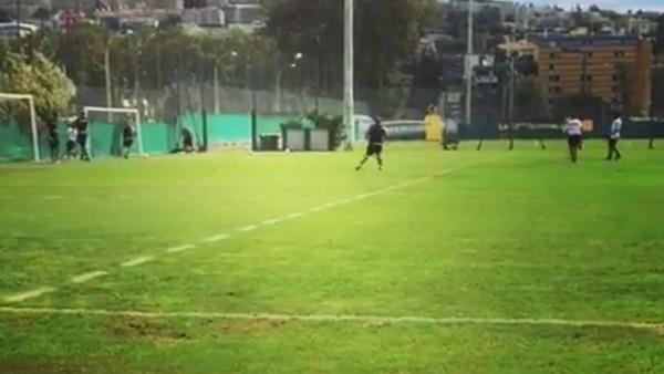 Sneijder çıktığı ilk idmanda enfes bir vole golü attı