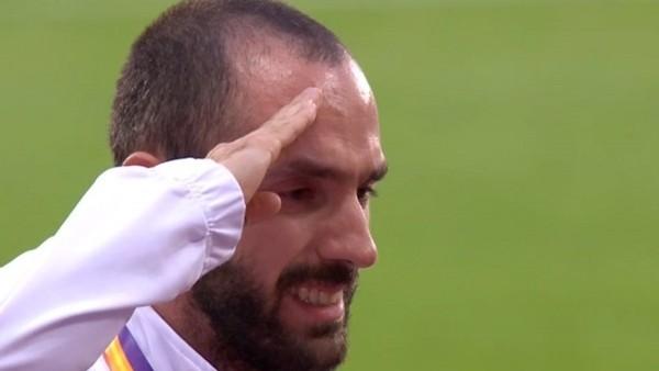 Ramil Guliyev, İstiklal Marşı'mız okunurken asker selamı verdi ve gözyaşlarını tutamadı