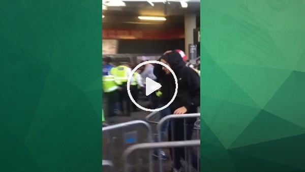 Köln taraftarları ile Londra polisi arasında kavga çıktı!