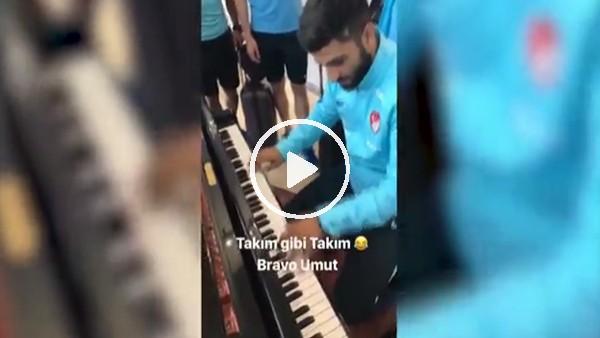 """Milli futbolcu Umut Bozok'tan """"Ben yoruldum hayat"""" performansı"""