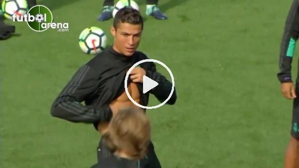 Cristiano Ronaldo baklavalarını gösterdi