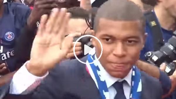 Kylian Mbappe, PSG taraftarıyla buluştu