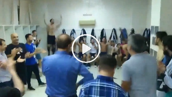 Adana Demirsporlu futbolcuların soyunma odasındaki sevindi