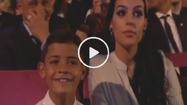 Ronaldo'nun oğlunun Messi'ye attığı bakış olay oldu!