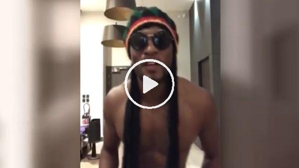 Evra'dan Bob Marley taklidi