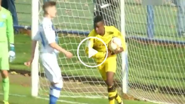 Dortmund'da 12 yaşındaki Moukoko yine attı!
