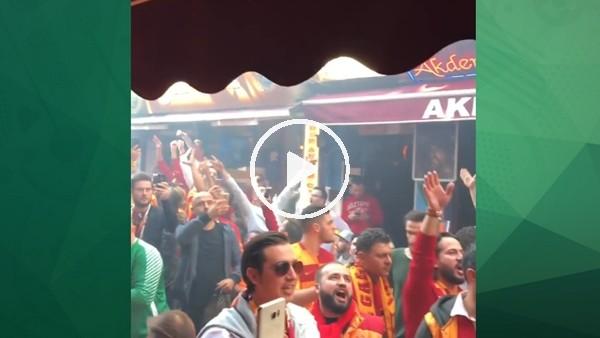 Galatasaraylı taraftarlar derbi için toplanmaya başladı
