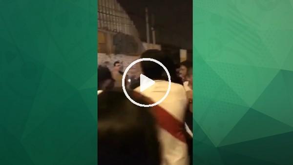 Perulu futbolcu Farfan taraftarı dövdü