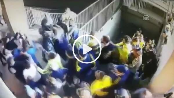Derbide Fenerbahçeli taraftarın bıçaklandığı an kamerada!