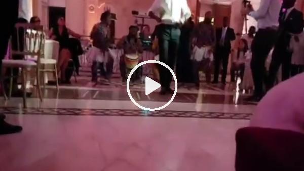 Didier Drogba, kız kardeşinin düğününde coştu!