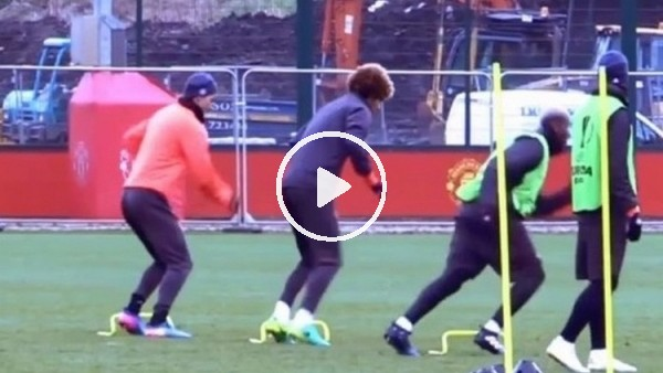Fellaini'nin antrenmanda aklı karıştı, Ibrahimovic kahkahaya boğuldu