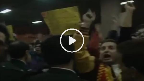 Galatasaraylı taraftarların, 24 yıl önce Manchester United kafilesini şoke ettiği anlar