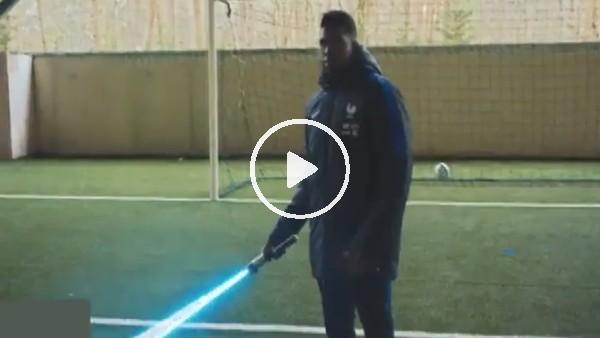 Umtiti kaleyi Star Wars kılıcıyla korudu!