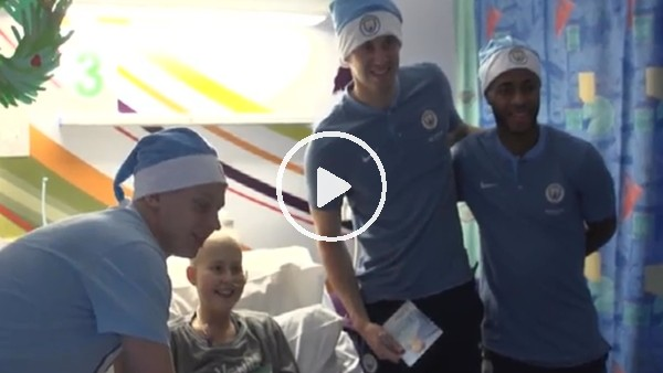 Manchester City'li futbolculardan lösemili çocuklara ziyaret!