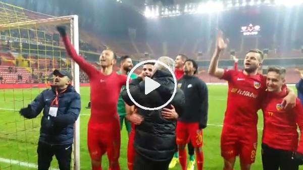 Kayserisporlu futbolcuların maç sonu sevinci