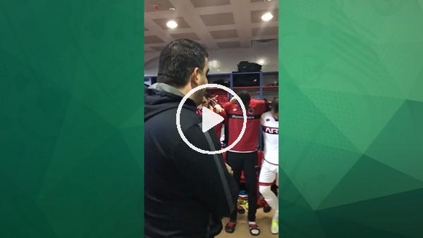 Ümit Özat'ın Karabükspor maçı öncesi oyuncularıyla konuşması