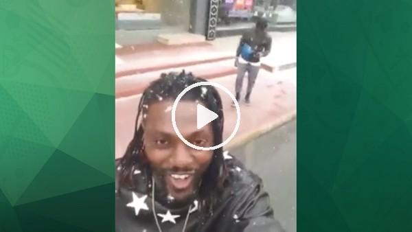 Emmanuel Adebayor'un kar sevinci