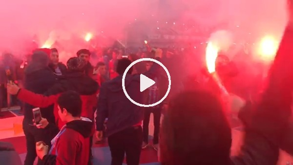 Trabzonsporlu taraftarlar Fenerbahçe maçı öncesi meşaleleri yaktı