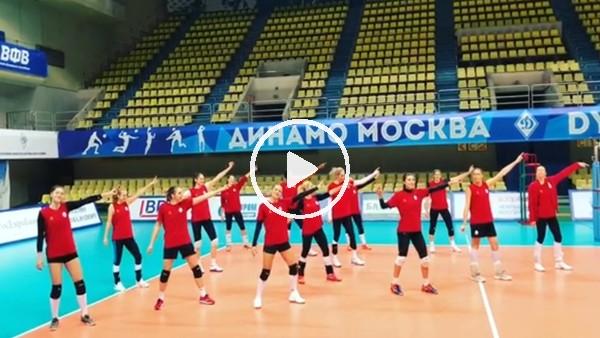 Galatasaray Kadın Voleybol Takımı galibiyeti Tarkan şarkısıyla kutladı