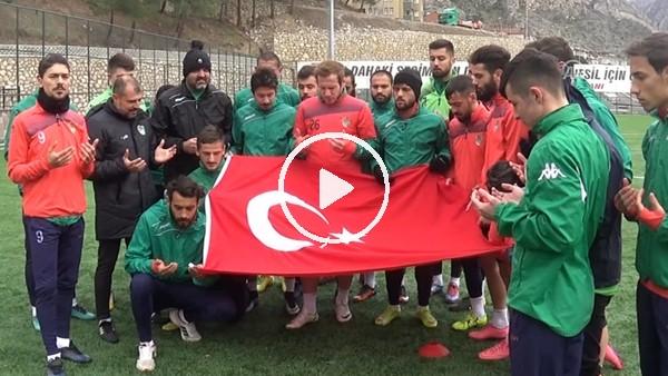 Futbolculardan antrenman öncesi Mehmetçik için dua