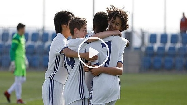 Real Madrid'in yeni altın çocuğundan harika gol!