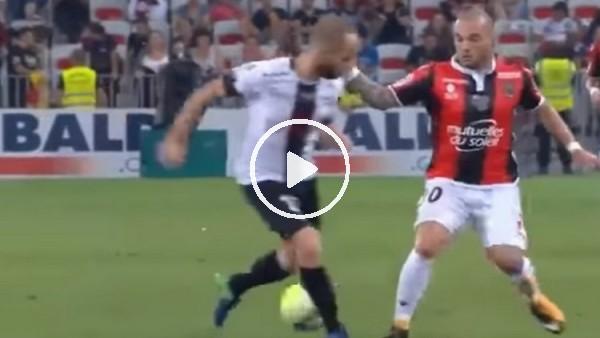 Wesley Sneijder'in rakibinin aklını aldığı an