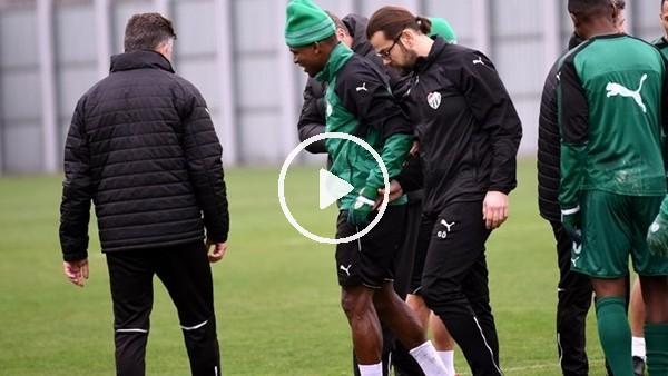 Bursaspor'da Shehu sakatlığı nedeniyle idmanı yarıda bıraktı