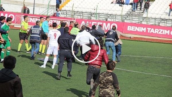 Amatör küme maçında taraftar sahaya indi