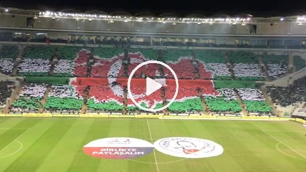 Bursasporlu taraftarların Beşiktaş maçı için yaptıkları koreografi