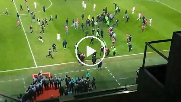 Lille taraftarı futbolculardan hesap sormak için sahaya indi