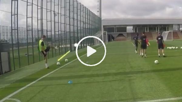 Pique'den Messi golü!