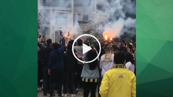 Fenerbahçeli taraftarlar derbi meşalesini yaktı