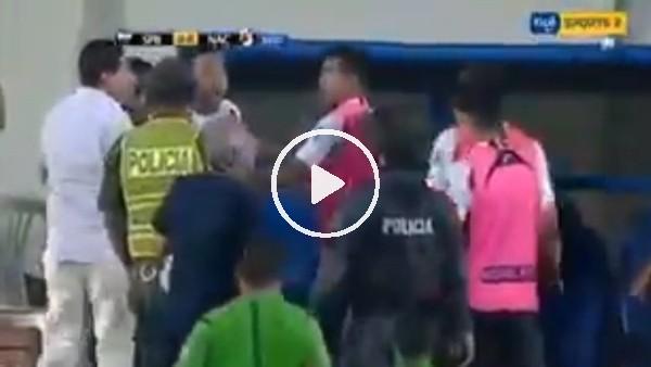 Bolivye Ligi'nde futbolcu teknik direktörün üzerine yürüdü