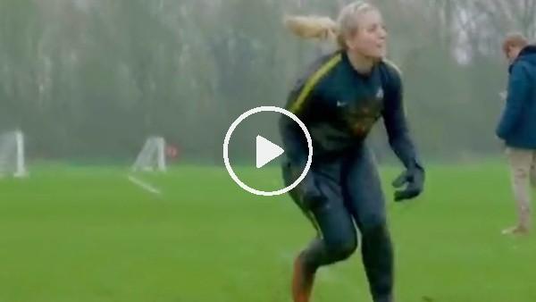Chelsea Kadın Futbol Takımı'nda kaleci antrenmanı
