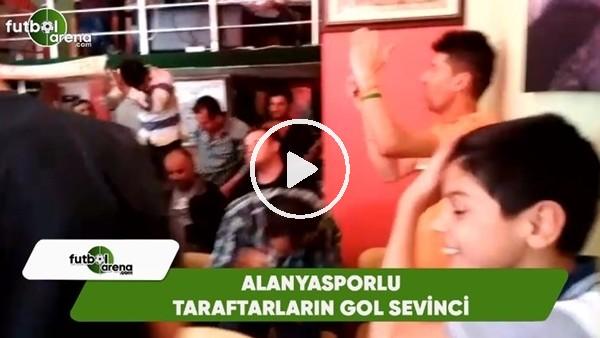 Kayserispor maçını kıraathaneden izleyen Alanyasporlu taraftarların gol sevinci