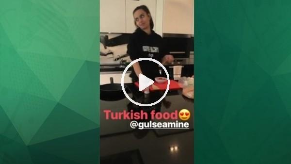 Mesut Özil ve Amine Gülşe'nin menemen keyfi