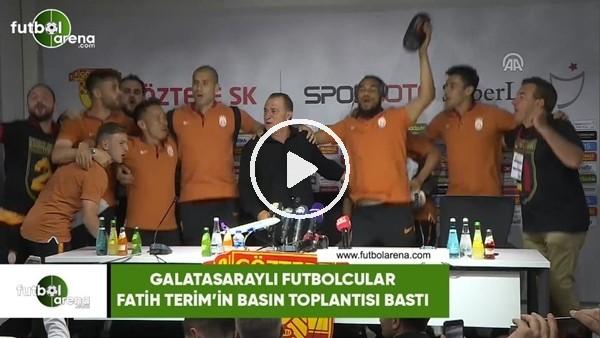Galatasaraylı futbolcular Fatih Terim'in basın toplantısını bastı