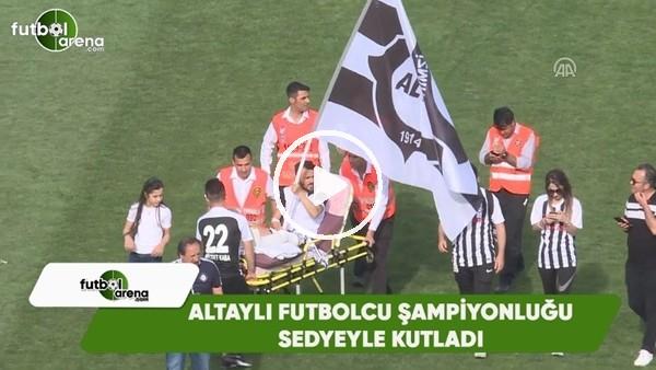 Ayağı kırık Altaylı futbolcu, sedye ile sahada kutlama yaptı
