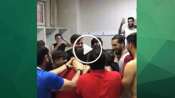 'Eskişehirsporlu futbolculardan çılgn sevinç! Yılmaz Vural'ı havaya attılar..